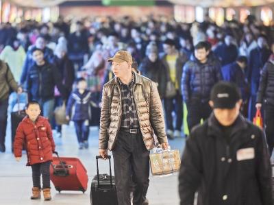 节后上班首日三大火车站发送27万旅客